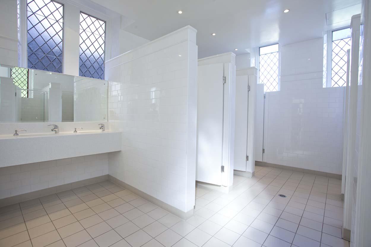 Student rooms sancta sophia college for Shared bathroom ideas